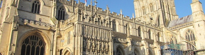 Spectacular view of the Gloucester Cathedral close to a wide range of hotels and tourist destinations / sights